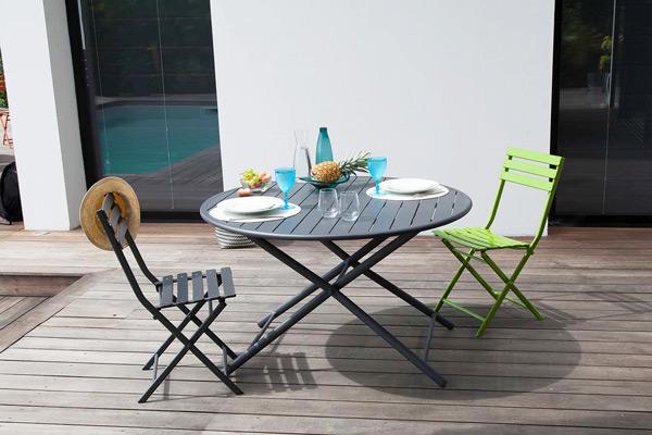 Enjoliver son espace outdoor avec des mobiliers contemporains